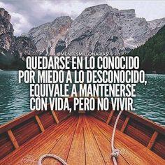 No podrás nadar hacia nuevos horizontes si no tienes el valor de perder de vista la costa. arriesgate, si sale bien ganas y si sale mal, aprendes.