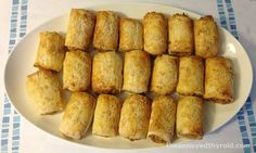 Meatless Monday – Thermomix Vegetarian Sausage Rolls (use filo pastry) Lunch Snacks, Savory Snacks, Party Snacks, Savoury Recipes, Filo Recipe, Low Fat Cookies, Bellini Recipe, Sausage Rolls, Gluten Free Treats