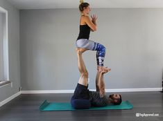 love this easy acro stunt  easy yoga poses two people