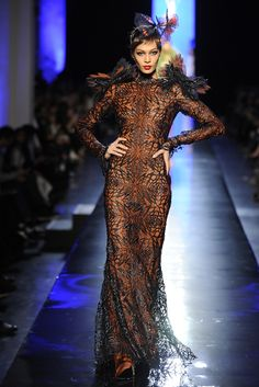 Jean Paul Gaultier Couture Spring 2014 - The monarch dress Spring Fashion Trends, Fashion 101, Fashion Images, Fashion Show, Fashion Design, Runway Fashion, Jean Paul Gaultier, Paul Gaultier Spring, Spring Couture