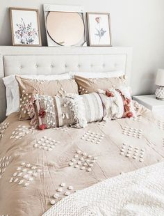 50+ Inspiring Living Room Ideas #bedroomdecor There's nothing a few throw pillows can't fix. Bedroom Ideas For Teen Girls, Teen Girl Bedrooms, Guest Bedrooms, Master Bedrooms, Teen Rooms, White Bedrooms, Contemporary Bedroom, Modern Bedroom, Bedroom Black