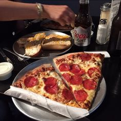 Lunch time on Friday!! #pizza #nomnom #fresh #LNK https://www.instagram.com/p/BQDozxiFbeM/ via http://lazzarispizzasouth.com/36152