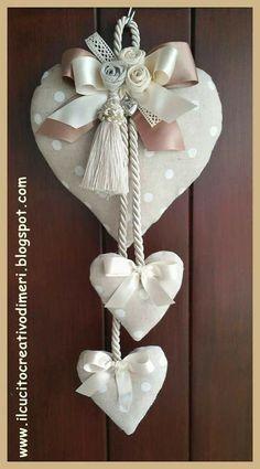Mery's creations: Three hearts at the door - Valentinstag Geschenke Heart Decorations, Valentine Decorations, Valentine Crafts, Christmas Crafts, Christmas Decorations, Valentines, Fabric Hearts, Fabric Flowers, Crafts To Make