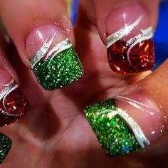 Another talented fan Sara Wilson has shared her festive nail art #nails #nailart #christmasbeauty #christmas #beauty #nailpolish #festive #avon #nailpolish