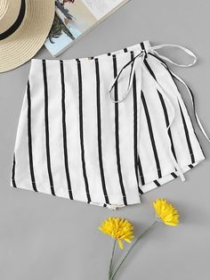 Casual Striped Regular Zipper Fly Mid Waist Black and White Striped Knot Side Shorts Short Outfits, Girl Outfits, Casual Outfits, Summer Outfits, Cute Outfits, Fashion Outfits, Men Casual, Diy Clothes, Clothes For Women