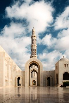 Sultan_Qaboos_Grand_Mosque_by_Garry79.jpg (580×870)