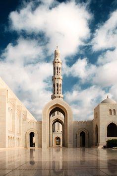 Sultan_Qaboos_Grand_Mosque_by_Garry79.jpg (580×870)
