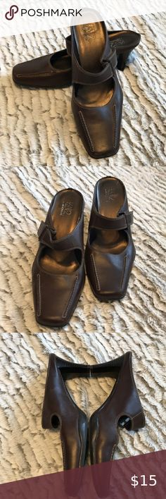 Comfy Aerosoles size 9 brown slip on heels shoes Treat yourself to a comfy pair of brown slip on heel shoes size Shipped with USPS priority Mail AEROSOLES Shoes Heels Shoes Heels, Slip On, Comfy, Pairs, Priority Mail, Best Deals, Brown, Things To Sell, Closet