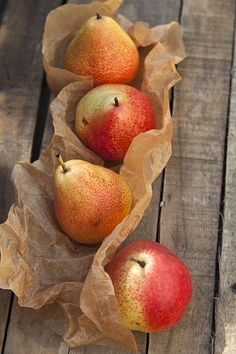 Find images and videos about fruit, pear and ❀❀❀ on We Heart It - the app to get lost in what you love. Fruit And Veg, Fruits And Vegetables, Fresh Fruit, Tostadas, Pyrus, Autumn Leaves, Autumn Harvest, Bountiful Harvest, Harvest Season