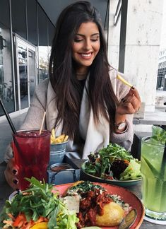 Intermittent Fasting Changed The Way I Feel and Eat - Kollu Date Dinner, People Eating, Love Food, Food Inspiration, Healthy Lifestyle, Lifestyle Blog, Food Photography, Food Porn, Smoothies