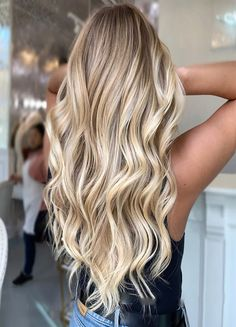 Blonde Balayage Discover Butter And Beige Blonde Hair Color Ideas 2019 Beige Blonde Hair Color, Blonde Hair Shades, Blonde Hair Looks, Brown Blonde Hair, Blonde Wig, Hair Color Balayage, Blonde Ombre, Ombre Hair, Butter Blonde Hair