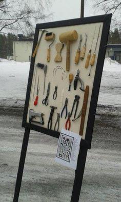 Verhoilijan työkalut Hartolan Alakoulun parkkiksella maaliskuussa 2015
