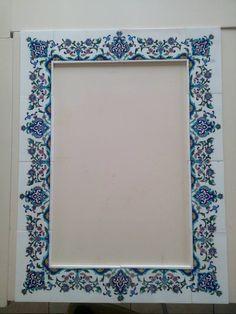 Wood Framed Bathroom Mirrors, Bathroom Mirror Storage, Wall Mirrors Ikea, Diy Vanity Mirror, Mirror Makeover, Old Mirrors, Mirror Tiles, Antique Gold Mirror, Ornate Mirror