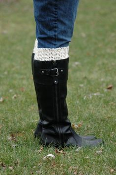 Knitting Patterns Boot Cuffs Etsy Ideas For 2019 Crochet Boot Cuffs, Crochet Boots, Crochet Slippers, Crochet Clothes, Easy Crochet Patterns, Free Crochet, Knitting Patterns, Crochet Ideas, Crochet Projects