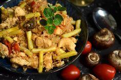 """Kaszotto z kurczakiem, fasolką szparagową i pieczarkami, szybki i łatwy w przygotowaniu, bardzo smaczny obiad. Danie """"jednogarnkowe""""."""
