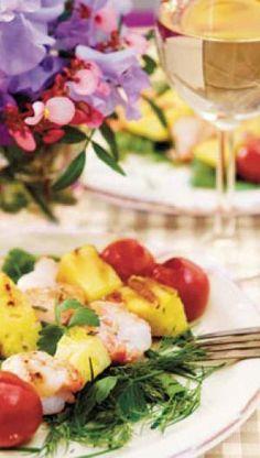 Tigerrejer, ananas og cherrytomater på spyd | ISABELLAS