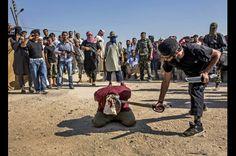 Emin ÖZMEN, Agence Le Journal Suriye'de El Kaide'ye yakınlığı ile bilinen örgütler, Esad yanlılarını başlarını keserek infaz etti. Rafet Hüner Özel Ödülü