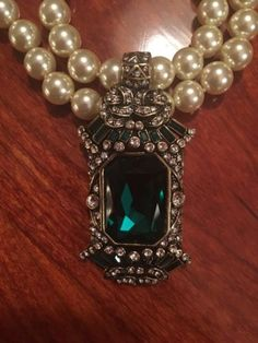 Heidi-Daus-Pearl-Necklace-With-Emerald-Green-Colored-Stone