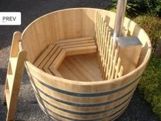 Bath tub / Hot tub