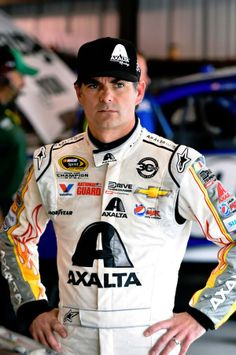 Jeff Gordon fell from to after Martinsville. points behind Martinsville Speedway, Nascar Champions, Chevrolet Ss, Jeff Gordon, Nascar Racing, Race Cars, Sports, Ann, Draw