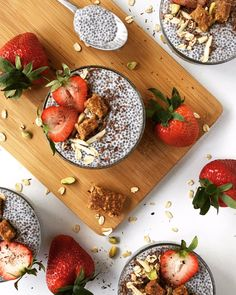 Amazing breakfast inspiration by Sapana from Real + Vibrant 👌 Due to the high fiber content and protein content, Chia seeds should be able to help you lose weight. Like Flax seeds, Chia seeds are very high in Omega-3 fatty acids.   In fact, Chia seeds contain more Omega-3s than salmon or gram!  So go on and dig in some delicious goodness of Chia seeds 😊😊   #breakfast #weekend #friday #chiaseeds #superfood #flaxseeds #delicious #healthy #health #healthyeating