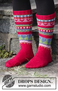 Socks & Slippers - Free knitting patterns and crochet patterns by DROPS Design Knitting Daily, Knitting Kits, Knitting Socks, Free Knitting, Knit Socks, Crochet Sock Pattern Free, Lace Knitting Patterns, Christmas Knitting Patterns, Drops Design