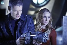 Legends of Tomorrow - Sara Lance / White Canary & Captain Cold / Leonard Snart HQ Michael Scofield, Legends Of Tommorow, Dc Legends Of Tomorrow, Wentworth Miller, Prison Break, Dc Movies, Movie Tv, Films, Captain Canary