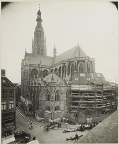 Breda. Grote kerk. 1926. Living In Amsterdam, Historical Architecture, Old City, Barcelona Cathedral, Paris Skyline, Holland, The Good Place, Louvre, World