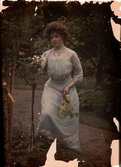 Women in Early Color Photography: 41 Stunning Pictures of Edwardian Beauties From Between the and ~ vintage everyday 1900s Fashion, Edwardian Fashion, Vintage Fashion, Vintage Beauty, Vintage Clothing, Women's Fashion, Belle Epoque, Old Photography, Amazing Photography