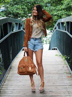 Zara jacket, Second Female sweater, Runwaydreamz shorts, H & M shoes, Mulberry bag, Ebay sunglasses.