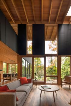 This relaxing place designed by award-winning architecture firm Bohlin Cywinski Jackson architects. Read more and get inspired! #insplosion #vintage #roomwithaview Decoration Design, Deco Design, Wood Design, Ontario, Kardashian Home, Photo Deco, Jackson, Luxury Dining Room, Spanish House