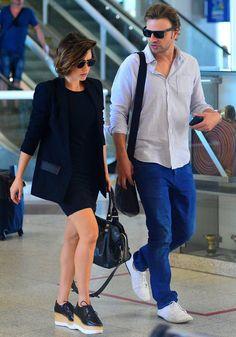 Os artistas sempre estão viajando com os melhores looks. Confira as produções que as celebridades escolhem para ficar confortável e fashion no avião.