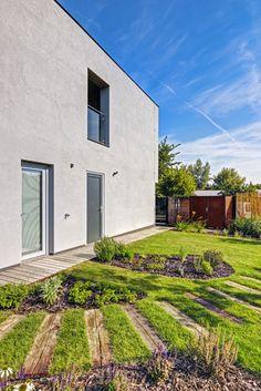 Jak se staví dnes: zvenku jednoduchá obdélníková stavba nepůsobí nijak mohutně, zato interiér překvapí nečekanou prostorností...