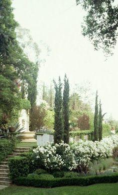 Love this garden/ landscaping. Italian Cypress are my favorite! Tuscan Garden, Italian Garden, European Garden, Formal Gardens, Outdoor Gardens, Outdoor Sheds, Outdoor Spaces, White Gardens, My Secret Garden