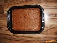 *Troubu rozehřejeme na 170 C .Čokoládu společně s máslem rozpustíme ve vodní lázni<br>*Vejce s cukre...