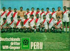 Peru team group for the 1970 World Cup Finals. Peru Football, World Football, Football Cards, 1970 World Cup, World Cup Final, Victor Hugo, Big Men, World History, Finals