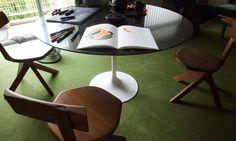 The Socialite Family   Salle à manger de chez Alexandre Jolivet et Ulrikk Dufossé. #family #famille #diningroom #salleàmanger #moquette #carpet #green #vert #bois #wood #chair #chaise #pierrechapo #designer #design #art #vintage #inspiration #idea #home #60 #thesocialitefamily
