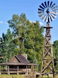 A functional windmill helps to make pastures and the surrounding grass green. T… A functional windmill helps to make pastures and the surrounding grass green. The windmill adds to the country lifestyle — material:antique barnwood and weathered timbers Country Farm, Country Roads, Country Living, Farm Windmill, Windmill Diy, Wooden Windmill, Old Windmills, Westerns, Country Lifestyle