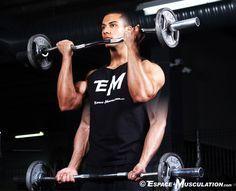 Technique et conseils d'entraînement pour réaliser les 3 variantes du curl barre (droite ou EZ) debout pour la musculation des biceps.