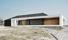 Mobius Architekci - dom otwarty do środka - Bryła Atrium House, Arch House, Flat Roof House, Facade House, House Facades, Double House, Houses In France, Roof Architecture, Prefab Homes