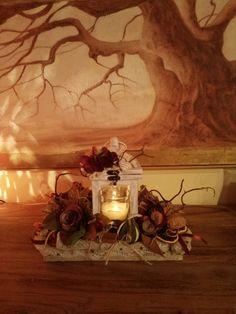 Artista Monica Bonaventura. Centro tavola per Natale. Realizzato in gran parte con materiale di recupero.