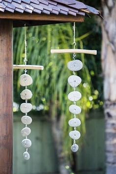 Garden Age Supply Beach Pebble Garlands - Set Of 4 Driftwood Beach, Beach Wood, Driftwood Crafts, Seashell Crafts, Beach Crafts, Diy Wind Chimes, Seashell Wind Chimes, Wooden Christmas Trees, Beach Christmas