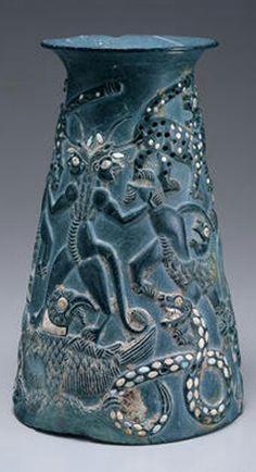 Jiroft (Iran) en chlorite vase avec turquoises et coquillages incrustés (2200-2300BC)