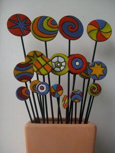 Unique handcrafted glass mosaic garden art from Primrose Mosaics, to enhance your garden and create an eye catching focal point. Mosaic Garden Art, Mosaic Pots, Mosaic Glass, Fused Glass, Hobbies And Crafts, Diy And Crafts, Mosaic Projects, Ceramic Flowers, Glass Birds