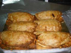 Coquetes de tomaca i pimento, empanadillas de tomate y pimiento