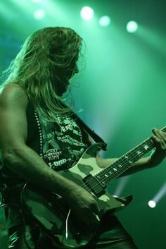 Here's wishing Jeff Hanneman a speedy recovery from that near-fatal spider bite. SLAYER RULES!!