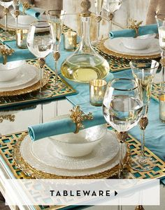 Wedding table decorations summer place settings 51 new Ideas Table D'or, Table Set Up, Gold Table, Deco Table, Dining Room Table, Decoration Evenementielle, Table Decorations, Wedding Decoration, Wedding Centerpieces
