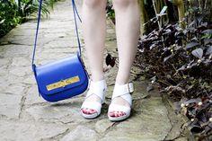 Sandales Leli en écaille blanches et bleue et Sac Amédée en veau bleu #avrilgau #bags #shoes #springsummer2016