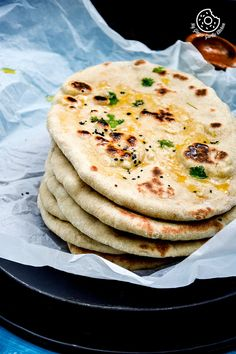 This Easy Instant Yeast Free Whole Wheat Naan is basically a simple naan recipe made on tawa with yogurt and some baking soda. Naan Recipe Video, Naan Bread Recipe No Yeast, Pitta Bread Recipe, Butter Naan Recipe, Easy Naan Recipe, Indian Bread Recipes, Recipes With Naan Bread, Indian Breads, Indian Dishes