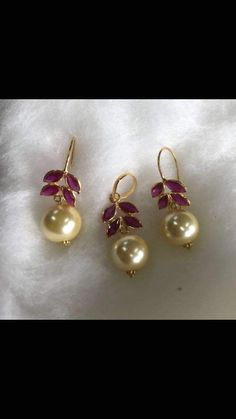 Stained Glass Jewelry #IndianJewelry Indian Jewelry Earrings, Jewelry Design Earrings, Gold Earrings Designs, Gold Jewellery Design, Bead Jewellery, Glass Jewelry, India Jewelry, Gold Jewelry Simple, Jewelry Model